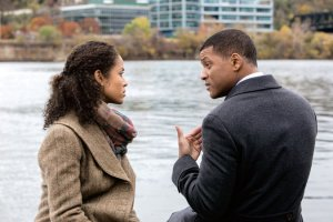 Will Smith with Mbatha-Raw in the movie